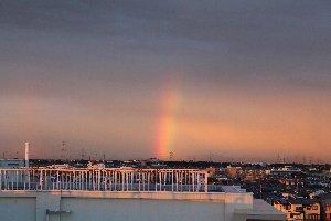 東の空の虹